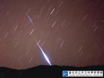 天琴座流星雨22日凌晨極大期,平均每小時可看見23顆流星,天文館網路直播!