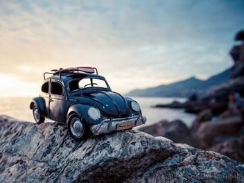 俏皮的 風景攝影 ,22歲 女攝影師 用Q版 古董車 記錄旅途遊記