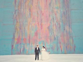 用彩繪塗鴉或幾何建築背景,7張另類藝術感婚紗攝影作品