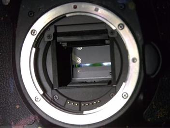 10,000 FPS 超高速攝影,慢動作看清楚DSLR快門運作原理
