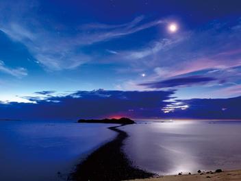 慢速快門的極致:利用月光拍出奇幻夜景