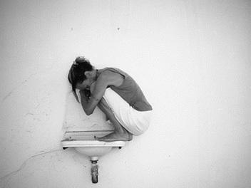 「總有一個人值得你睜開眼。」Alek Lindus以鏡頭書寫的法式孤獨
