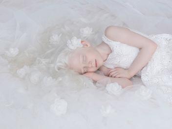 你與我並沒有不同,我是凡人而你純潔白淨如天使
