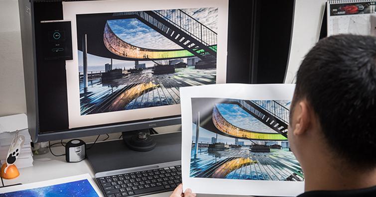 BenQ 專業攝影修圖螢幕SW321C「獨家數位紙技術」,讓攝影編輯的輸出工作得到最完美的救贖