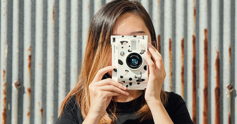 Lomography x 泰國藝術家 Gongkan 聯名:Lomo'Instant 拍立得相機,建議售價NT$ 3,990